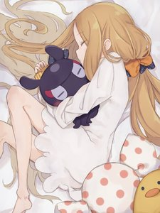 Rating: Safe Score: 0 Tags: 1girl abigail_williams_(fate/grand_order) animal animal_hug bangs barefoot bed_sheet black_bow blonde_hair blush bow closed_eyes closed_mouth dress eyebrows_visible_through_hair fate/grand_order fate_(series) fingernails from_above hair_bow long_hair long_sleeves lying octopus on_side orange_bow parted_bangs polka_dot polka_dot_bow sleeping sleeves_past_wrists tokitarou_(fate/grand_order) totatokeke very_long_hair white_dress User: DMSchmidt